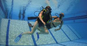 Trainmee in  zwembad (Westervoort) en het buitenwater